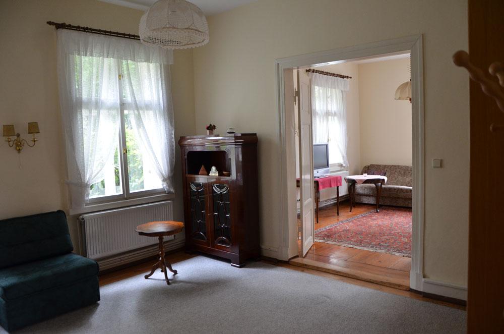 ferienwohnung direkt am domsee in ratzeburg wohnung rote k che. Black Bedroom Furniture Sets. Home Design Ideas